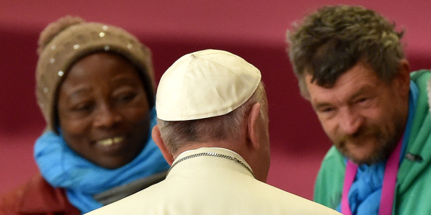 pope-francis-homeless-vatican-italy-alberto-pizzoli-afp